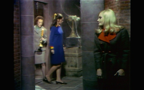 354 dark shadows carolyn trenchcoat