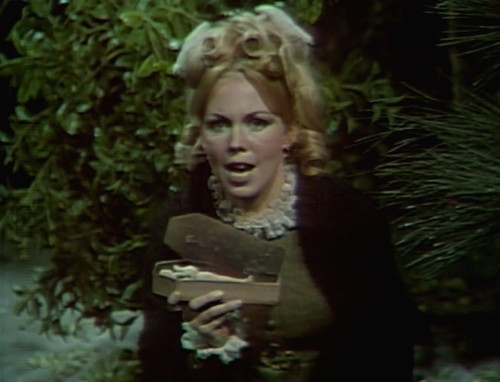 392 dark shadows lo angelique