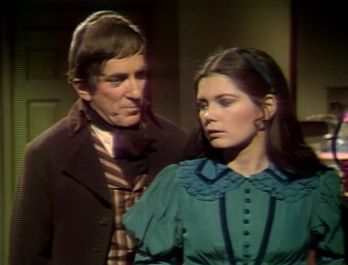 400 dark shadows hiding barnabas vicki