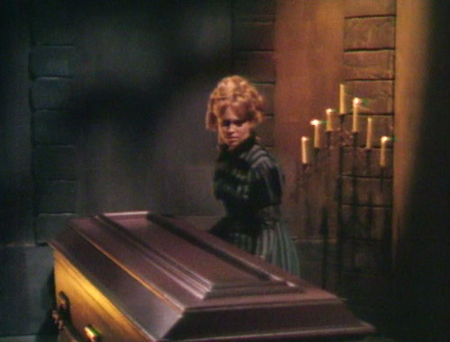 411 dark shadows box angelique