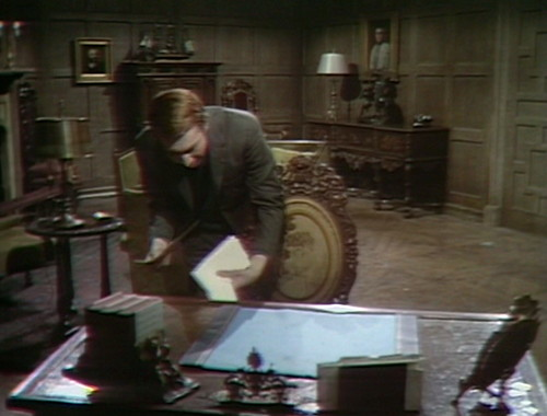 471 dark shadows desk harry