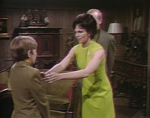 489 dark shadows hug david cassandra