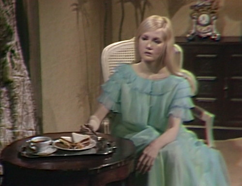 506 dark shadows carolyn distant