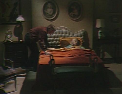 506 dark shadows willie carolyn bed