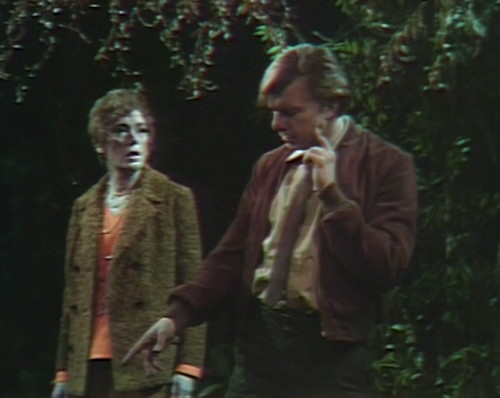 537 dark shadows julia willie clothes