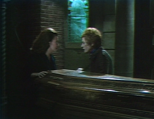 569 dark shadows liz julia get out