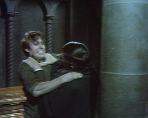 571 dark shadows tom barnabas pillar