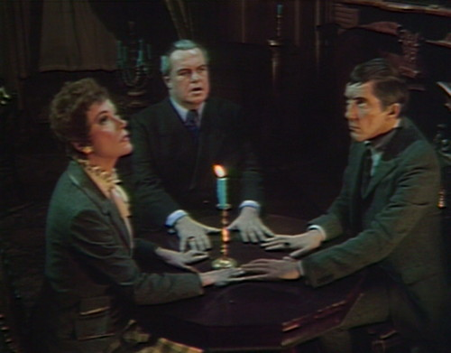 600 dark shadows julia stokes barnabas seance