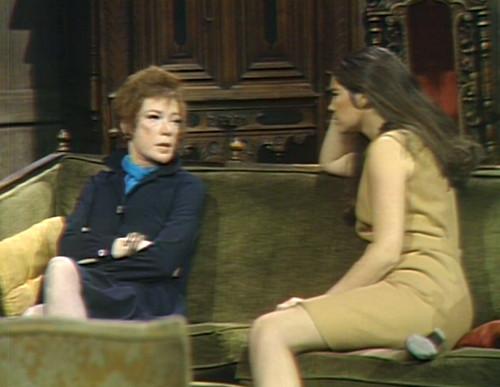 618 dark shadows julia vicki couch