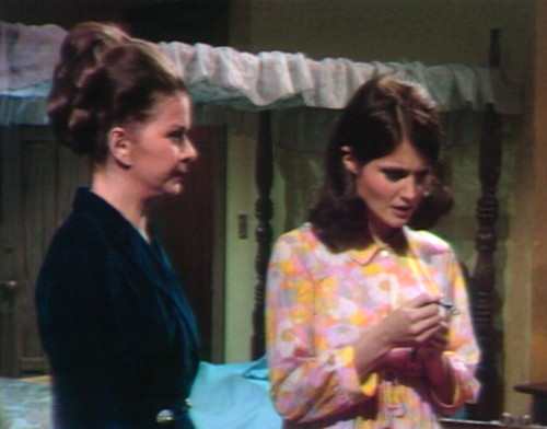 641 dark shadows liz vicki eyeroll