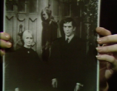 659 dark shadows carolyn vicki barnabas 11
