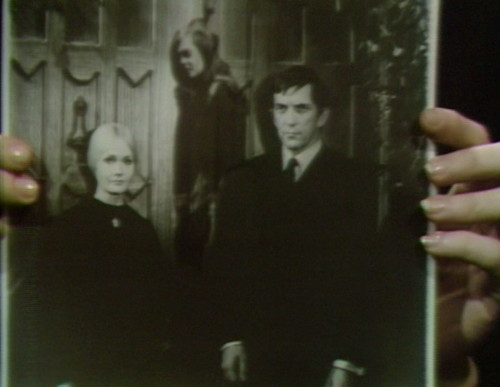659 dark shadows carolyn vicki barnabas 12