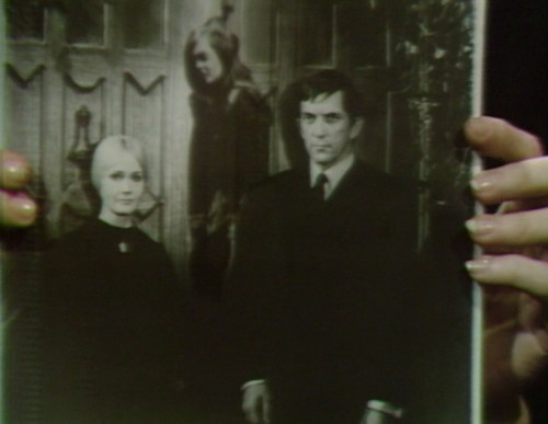 659 dark shadows carolyn vicki barnabas 13