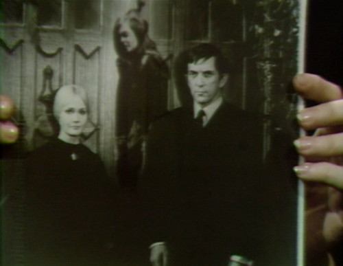 659 dark shadows carolyn vicki barnabas 15