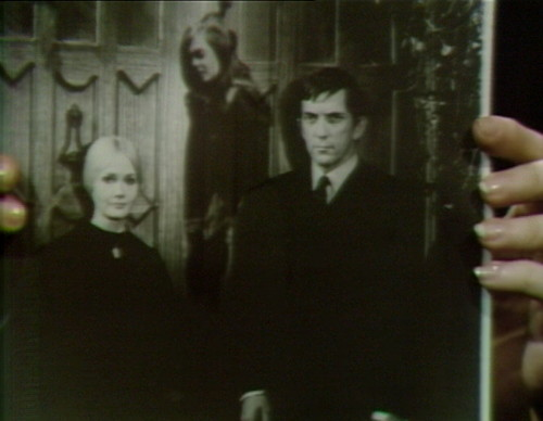 659 dark shadows carolyn vicki barnabas 16