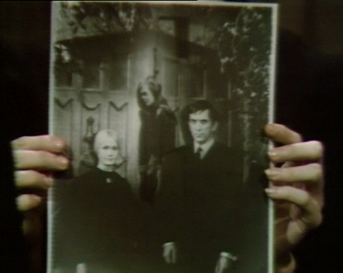 659 dark shadows carolyn vicki barnabas 7