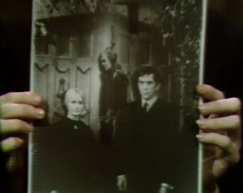 659 dark shadows carolyn vicki barnabas 8