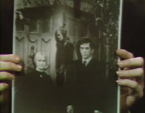 659 dark shadows carolyn vicki barnabas 9
