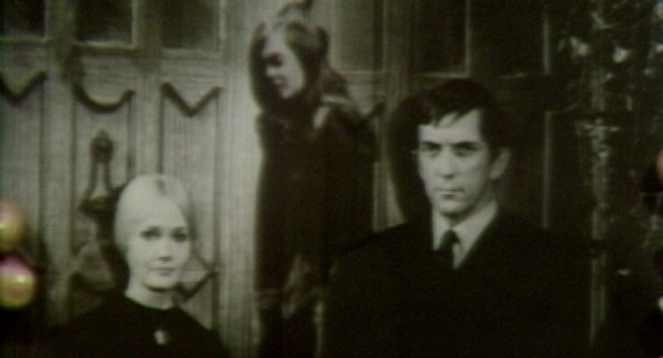 659 dark shadows carolyn vicki barnabas photo