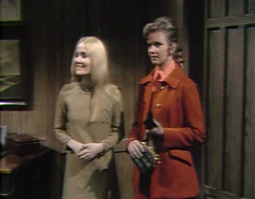 674 dark shadows carolyn donna redshirt