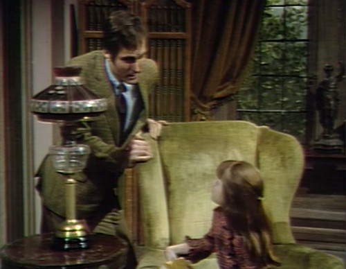 674 dark shadows chris amy lamp