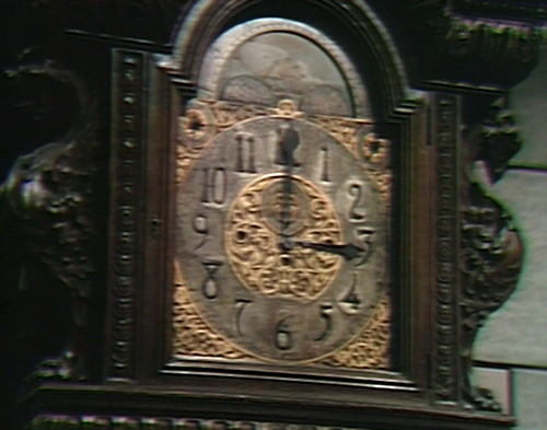 688 dark shadows clock 3