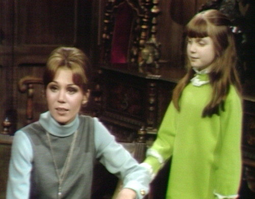 690 dark shadows maggie amy scare