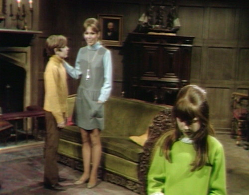 690 dark shadows maggie david leaning