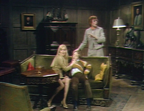693 dark shadows carolyn david julia room