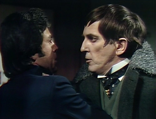 787 dark shadows police barnabas kiss