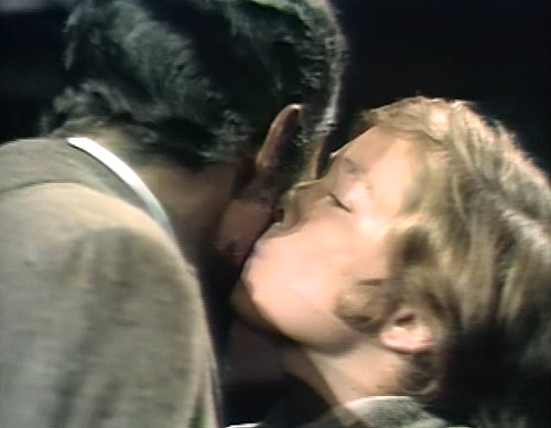 805 dark shadows evan jamison kiss