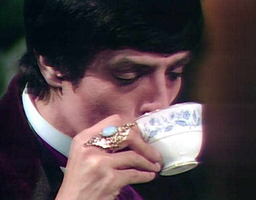 814 dark shadows aristede tea