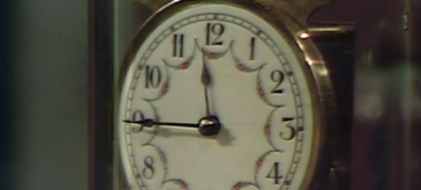 823 dark shadows clock