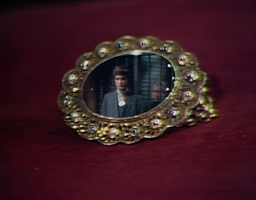 831 dark shadows quentin trask amulet