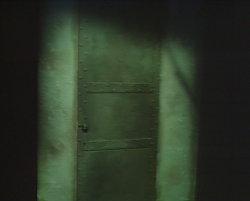 835 dark shadows i ching door