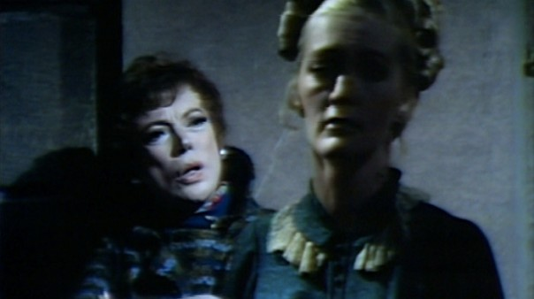 836 dark shadows julia beth reporter