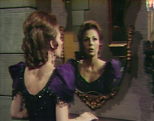 860 dark shadows kitty mirror