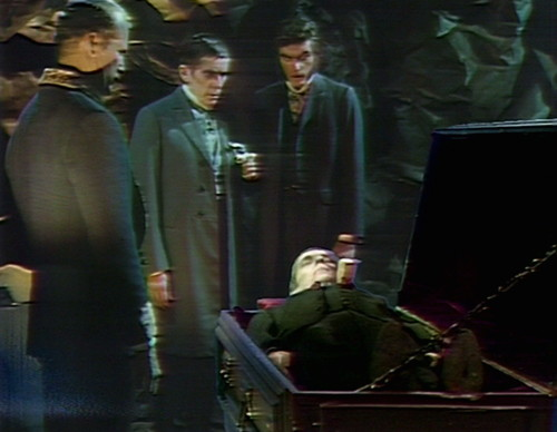 868 dark shadows barnabas chromakey coffin