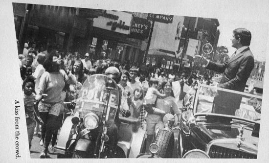 13 922 jonathan frid parade kiss