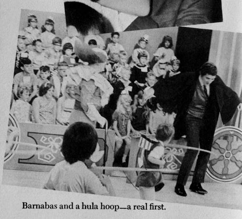 18 922 jonathan frid hula hoop