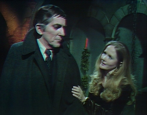 981-dark-shadows-barnabas-carolyn-really