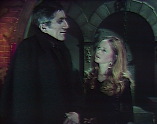 981-dark-shadows-barnabas-carolyn